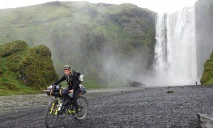 Il record di Clelia, 20enne milanese: Islanda da Ovest a Est in solitaria in bici tra ghiacci, lava e piste che finiscono nel nulla