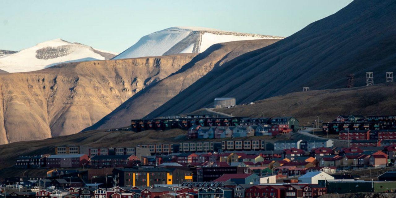 Isole Svalbard a numero chiuso? La Norvegia vuole limitare i turisti per il clima