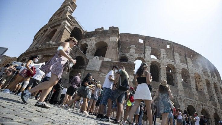 In estate 35 milioni di pernotti da turisti stranieri: meglio che nel 2020, ma il 2019 è lontanissimo