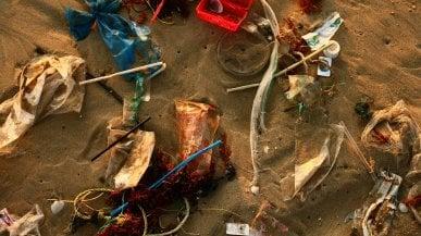 """Il costo """"sociale"""" della plastica? Quasi quanto il Pil della Germania"""