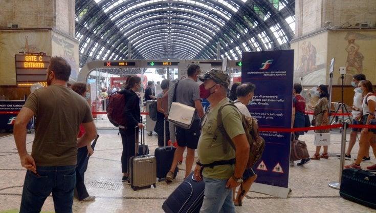 Estate, agosto da tutto esaurito in Italia: 13 milioni gli italiani in vacanza, più che nel 2019 e nel 2020