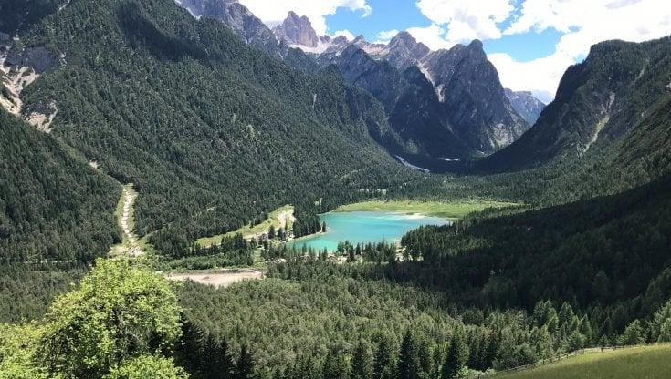 La lentezza dell'acqua dolce. Dal Garda a Bolsena, da Dobbiaco ai Nabi, l'Italia dei laghi