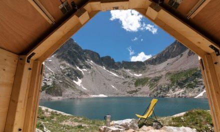 Una casetta in legno con il tetto che si apre. Per ammirare le stelle a 2.400 metri nel cuore delle Alpi
