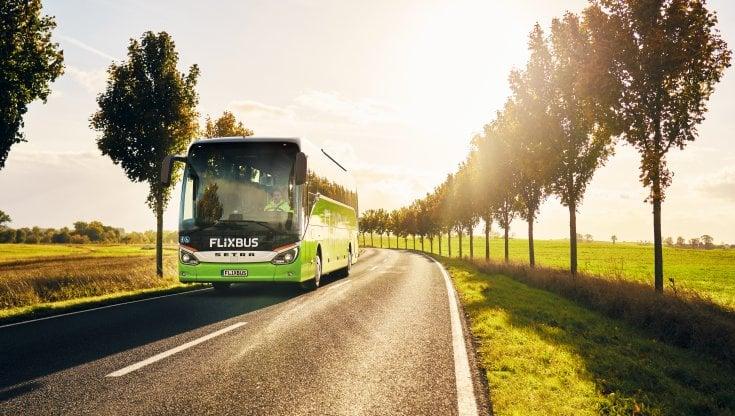 In viaggio su Flixbus con i podcast di Loquis: 1.300 km di Belpaese raccontati in diretta a chi li attraversa