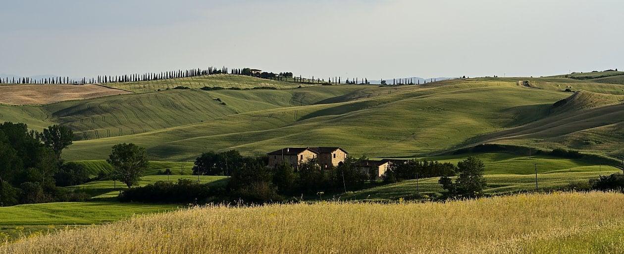 """Vacanze, a luglio partono 14,9 milioni di italiani: meglio che nel 2020 ma rispetto al 2019 il """"buco"""" è di quasi 3 milioni"""