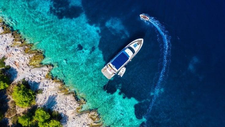 Da Amalfi a Portofino, dalle Eolie alla Sardegna. Com'è bello noleggiare una barca. E usarla come un b&b