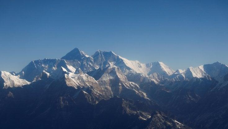 Covid, troppi contagi sul versante nepalese. La Cina marca i confini sull'Everest