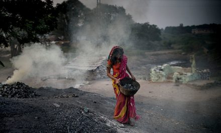 """Nubi nero carbone su Cop26. L'India: """"Continueremo a estrarlo'"""