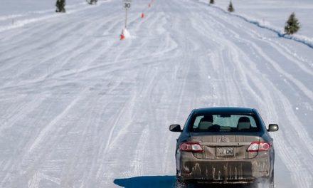 """Canada, la scorciatoia è un ponte di ghiaccio sul San Lorenzo gelato: """"Presto non li potremo fare più, colpa del caldo"""""""